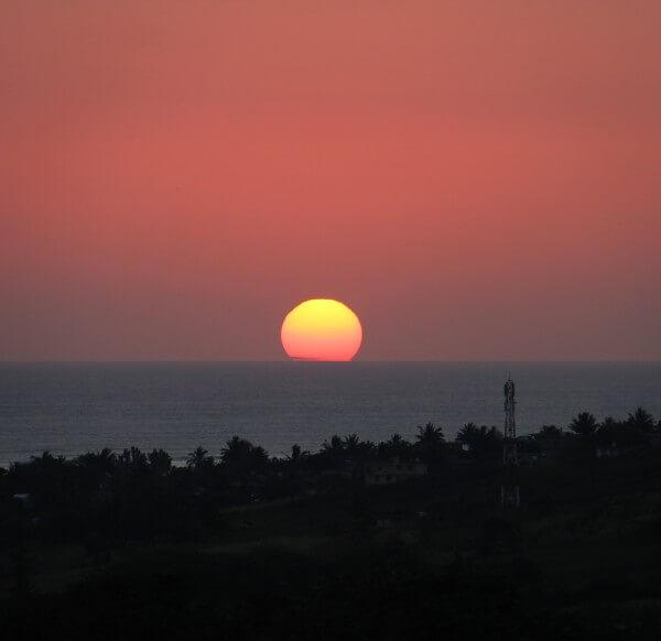 Rødorange solnedgang over Mauritius - billedet er taget af @ByAnnette.dk