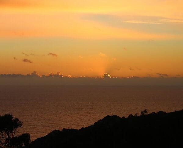 Solnedgang over kysten i Portugal - billedet er taget af @ByAnnette.dk