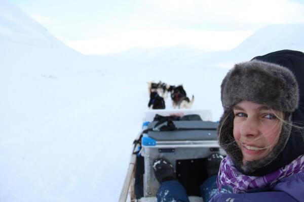 Laura på hundeslædetur - Svalbard / Picture taken by @ByAnnette.dk