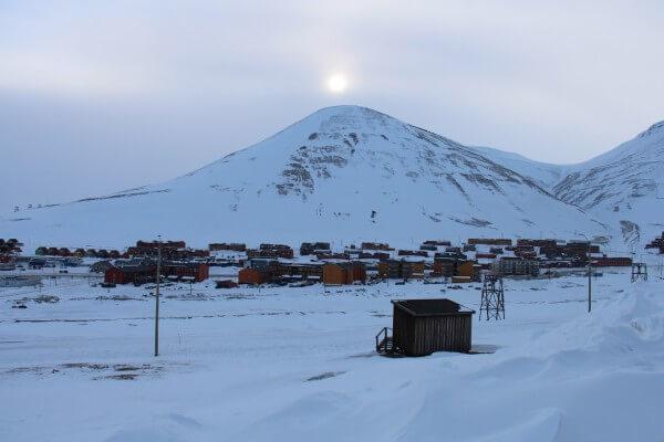 Udsigt over Longyearbyen - Svalbard  // Billedet taget af byAnnette.dk