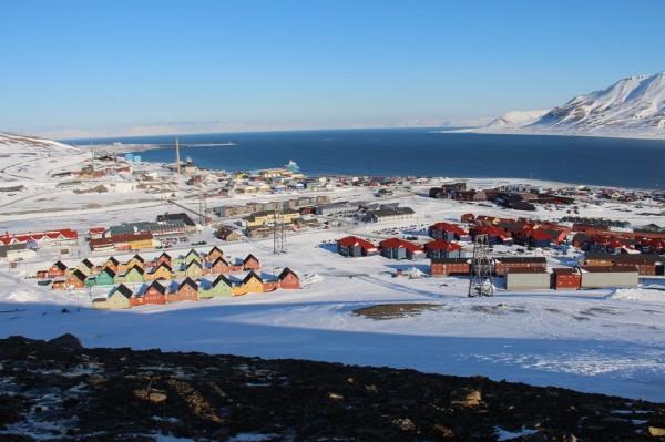 Svalbard - Udsigt over Longyear byen  / Billedet er taget af @ByAnnette.dk