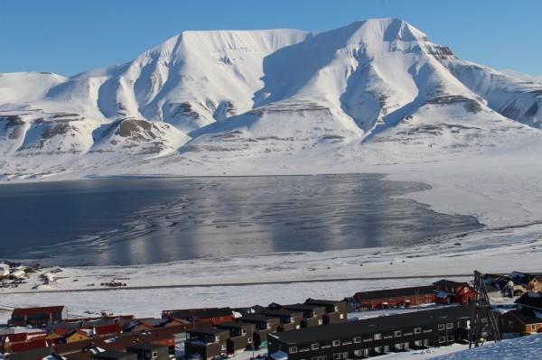 Svalbard - Udsigt over Longyear  / Billedet er taget af @ByAnnette.dk