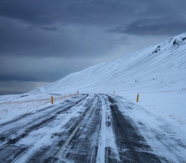 Snefyldte veje på Island / picture from byAnnette.dk